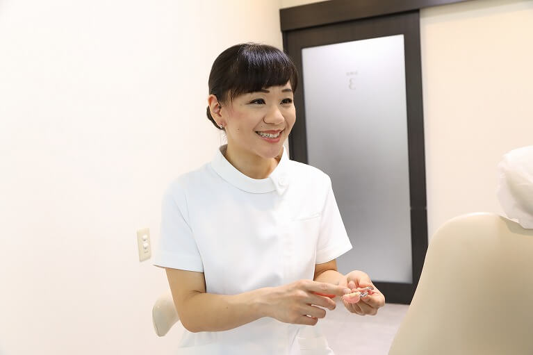 京都市右京区のデンタルクリニック川村では、入れ歯のメインテナンスを大事にしています。