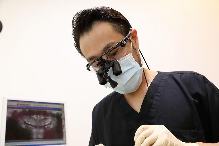 京都のデンタルクリニック川村のインプラント治療では、実績豊富な医師が担当しています。