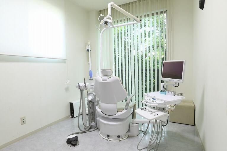 京都市右京区のデンタルクリニック川村では完全個室のインプラント手術を行います