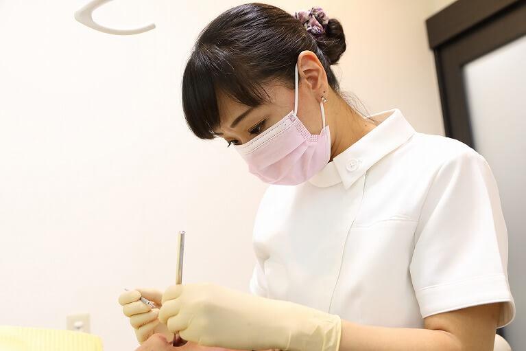京都市右京区のデンタルクリニック川村では、歯石除去を行うなどの定期的なメンテナンスを行なっています。