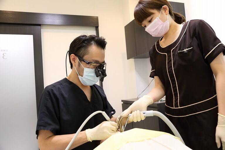 京都市右京区のデンタルクリニック川村ではルーペを用いた根管治療を行います