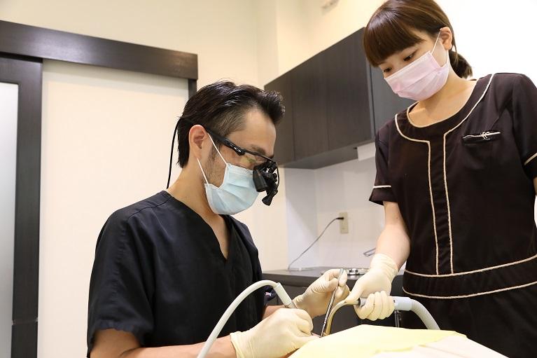 天然歯の形を整える
